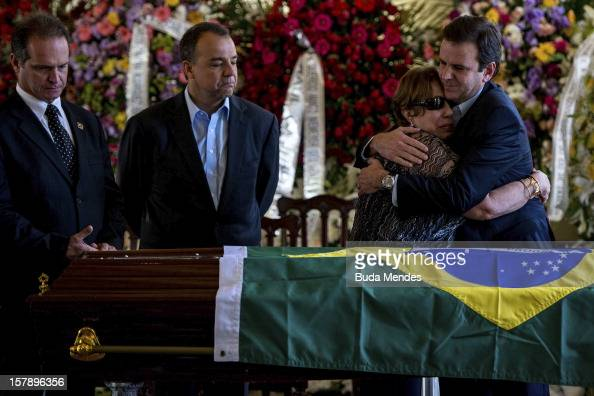 The widow Vera Lœcia Niemeyer cries for the death of her husband the Architect Oscar Niemeyer accompanied by Governor Sergio Cabral and Major Eduardo...