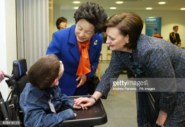 The wife of Britain's Prime Minister Cherie Blair and wife of the President of South Korea Madame Roh talk to Jack Suslak from Meldreth Manor School...