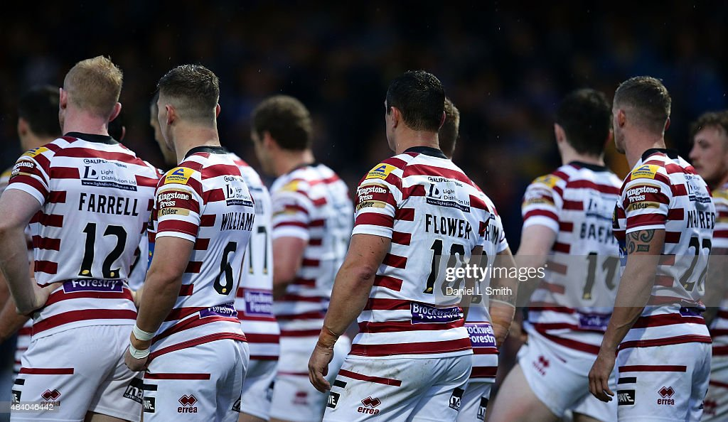 The Wigan Warriors wait for a conversion kick from Leeds Rhinos during the Round 2 match of the First Utility Super League Super 8s between Leeds...
