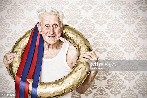 Der Gewinner-alter Mann mit goldenen Lorbeerkranz