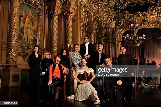 The Winning France The 'dream Teams' 2007 La 'dream team' de l'Opéra dans le foyer de la danse au PalaisGarnier Autour des danseurs étoiles Manuel...
