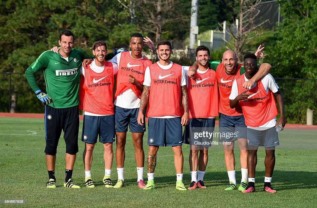 The winning team pose for a photo after the FC Internazionale training session at Montclair State University on July 29 2016 in Montclair United...