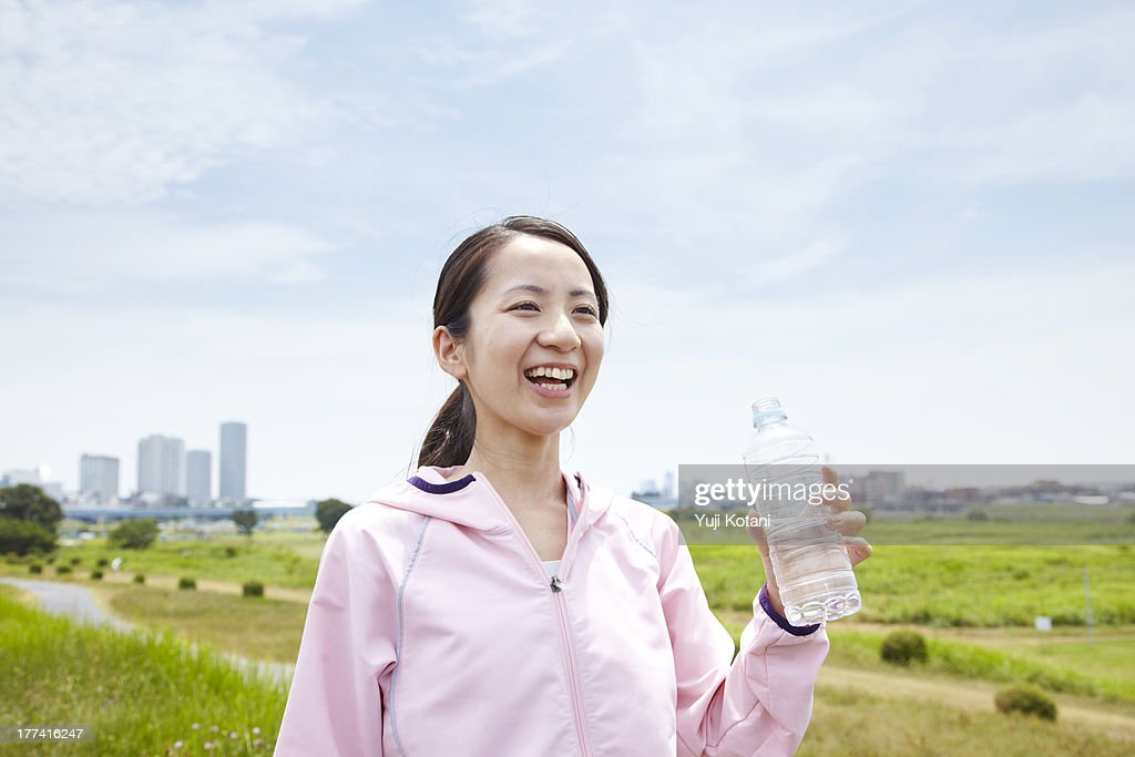 The woman who exercises and drinks water : Stock Photo
