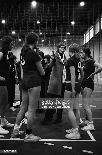 The Women's Basketball Team Of Clermont University Club A ClermontFerrand à l'occasion du championnat d'Europe Christine DULAC membre de l'équipe de...