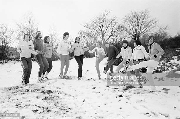 The Women's Basketball Team Of Clermont University Club A ClermontFerrand lors d'un entraînement dans un paysage enneigé à l'occasion du championnat...