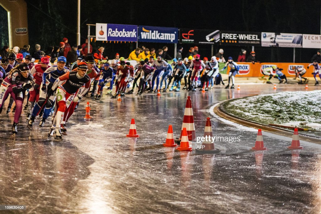 The women's pack compete during the third marathon on natural ice at the ice rink of skating club Ons Genoegen in Gramsbergen on January 17, 2013. The contest was cancelled due to the bad quality of the ice. AFP PHOTO/ANP VINCENT JANNINK netherlands out