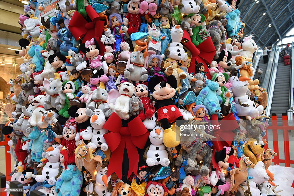 Christmas Toys Disney : King cross station display christmas tree made of disney
