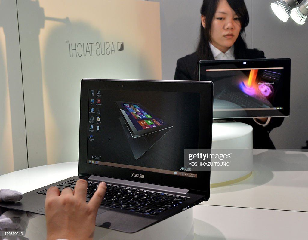 The world's first dual screens notebook computer 'Taichi', produced by Taiwan's personal computer giant ASUS and which has 11.6-inch LCD display on the both side, enabling to use as a tablet and no...