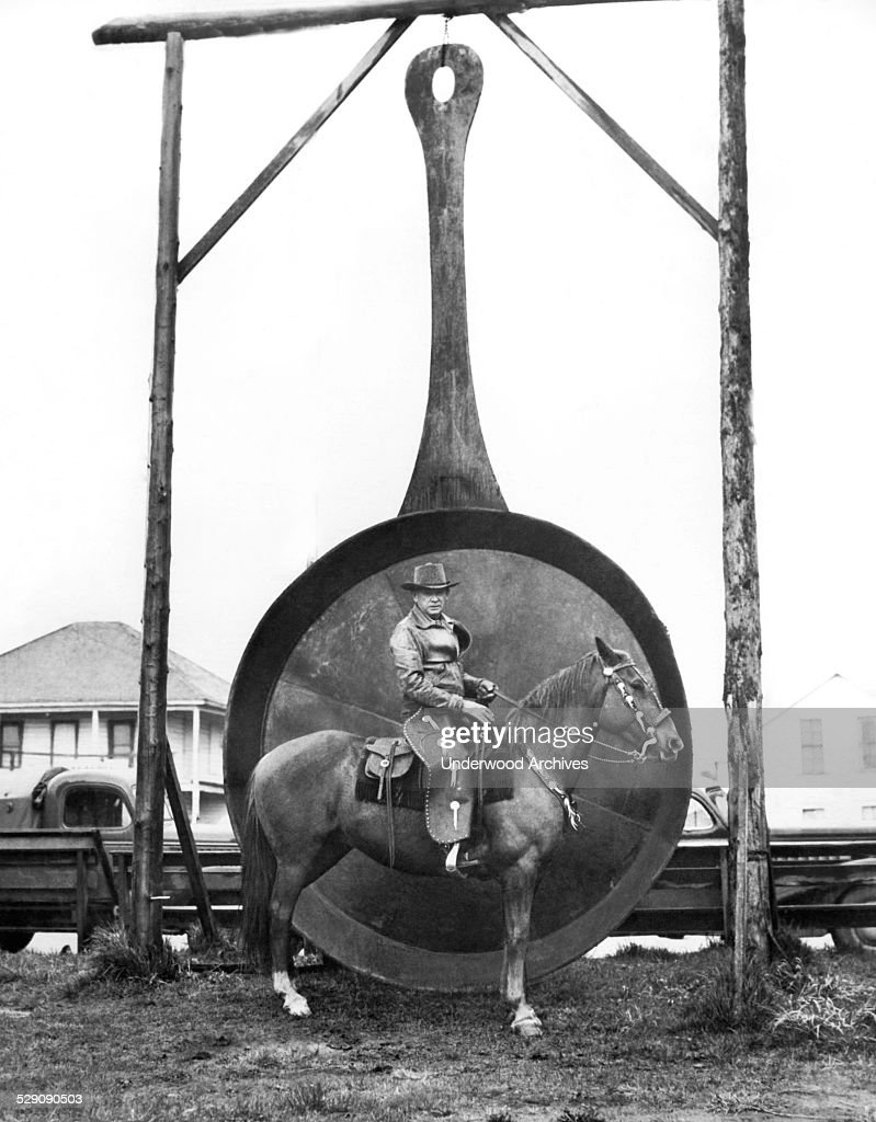 The world's largest frying pan is made of steel and weighs 1100 pounds Long Beach Washington May 21 1948 It was used to fry clams for 2500 people...