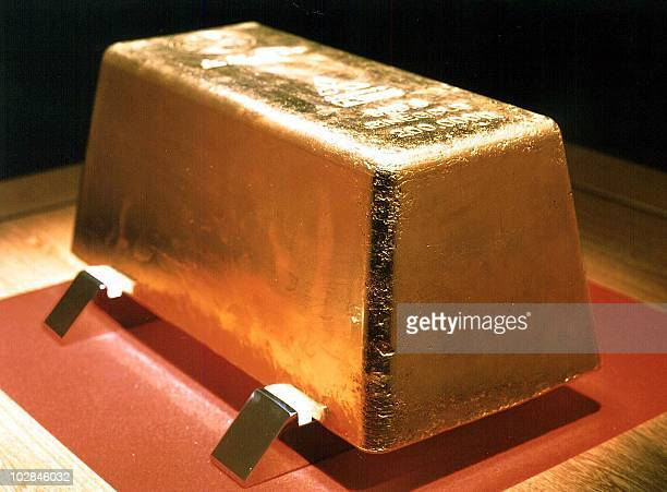 The world's largest gold ingot is displayed at the Toi gold mine in Toi town in Shizuoka prefecture 130 kilometers west of Tokyo 28 July 2000 The...