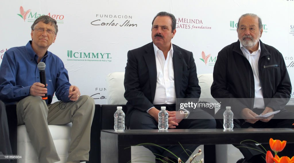 The world's two richest men, Bill Gates (left) and Carlos Slim (right), appear at an event in Texcoco, Mexico, February 13, 2013, to inaugurate a new scientific agricultural laboratory. In the middle is Mexico's agriculture secretary, Enrique Martinez y Martinez.