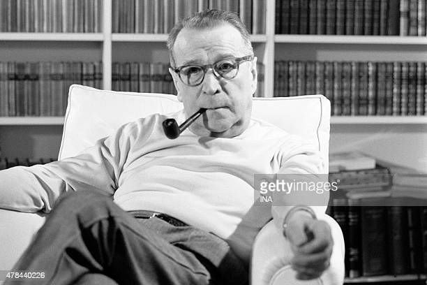 The writer Georges Simenon interviewed in his place of residence of Lausanne