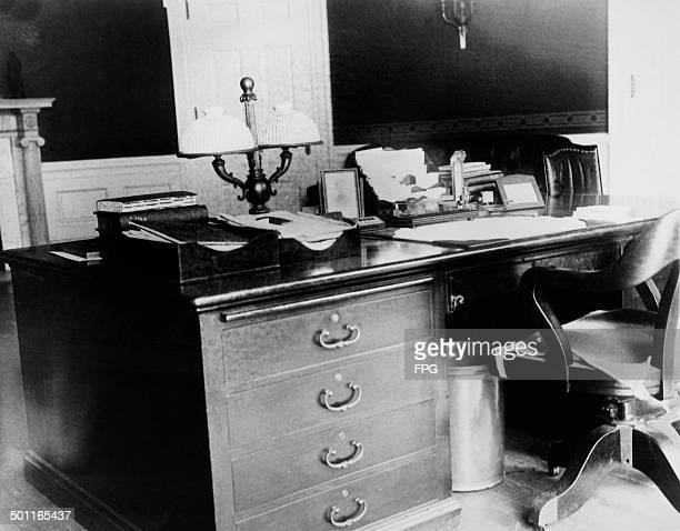 The writing desk used by US President Warren G Harding situated in the Oval Office of the at the White House Washington DC 1923 This picture was...