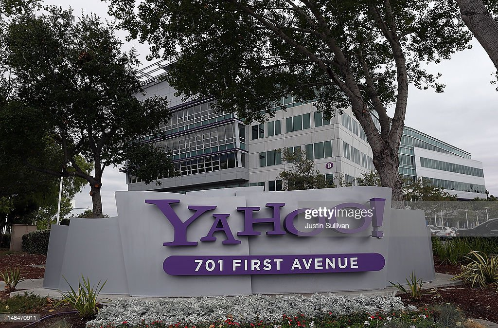 The Yahoo logo is displayed in front of the Yahoo headqarters on July 17, 2012 in Sunnyvale, California. Yahoo will report Q2 earnings one day after former Google executive Marissa Mayer was named as the new CEO. Photo by Justin Sullivan/Getty Images)