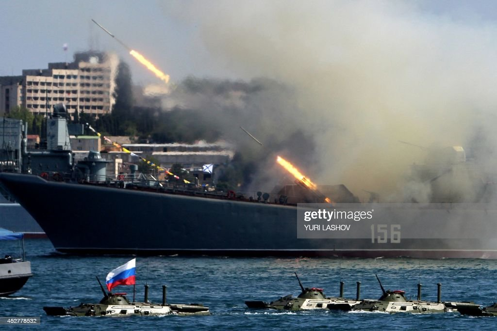 the-yamal-a-ropuchaclass-landing-ship-of-the-russian-navy-fires-picture-id452778532