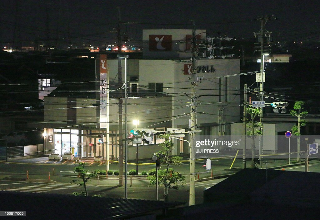 The Zoshi branch of the Toyokawa Shinkin Bank where a man was holding hostages is seen in Toyokawa city in Aichi prefecture, central Japan on November 22, 2012. A knifeman was holding hostages at a Japanese bank on November 22, police said, with local media reporting he was demanding Prime Minister Yoshihiko Noda's cabinet resign. AFP PHOTO / JIJI PRESS JAPAN OUT