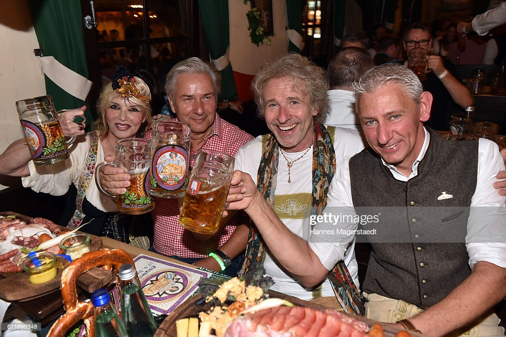 Thea Gottschalk, Klaus Wowereit, Thomas Gottschalk and Siegfried Able (Marstall) attend the 'Thomas and friends Wiesn' at the Marstall Festzelt during the Oktoberfest at Theresienwiese on September 30, 2016 in Munich, Germany.