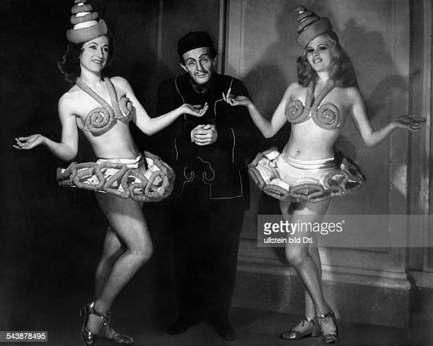 'Theater am Nollendorfplatz' scene in 'Die Blume von Hawaii' by Paul Abraham Photographer Charlotte Willott Published by 'Radio Revue' 07/1947Vintage...