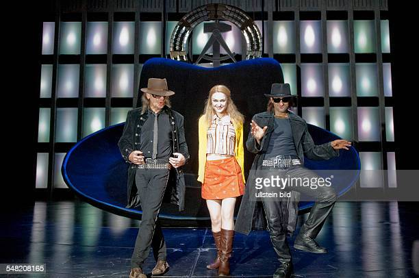 Musical Behind the Horizon authors Udo Lindenberg and other directed by Ulrich Waller here Udo Lindenberg with the actors Josephin Busch and Serkan...