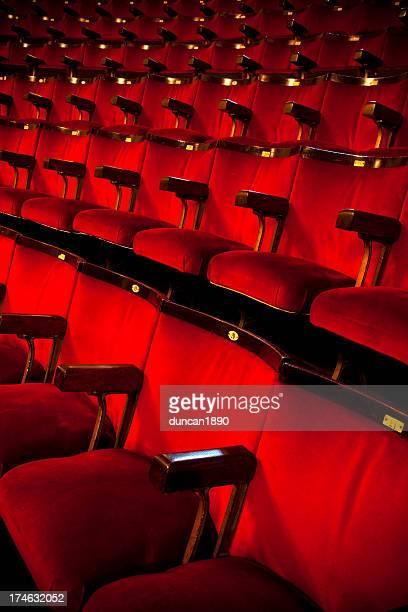 Theater und Kino bietet