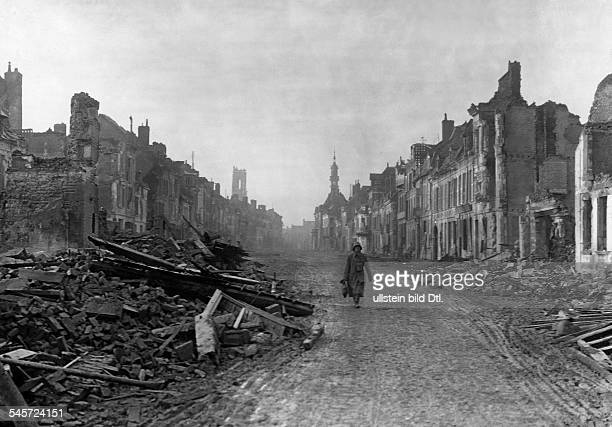 1WW Theatre of war western front 1916 Battle of the Somme JuneNov1916 Peronne in ruins german soldier in the street November 1916