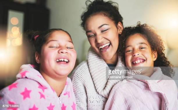 Ihr Lachen klingt wie puren Glückseligkeit in meinen Ohren