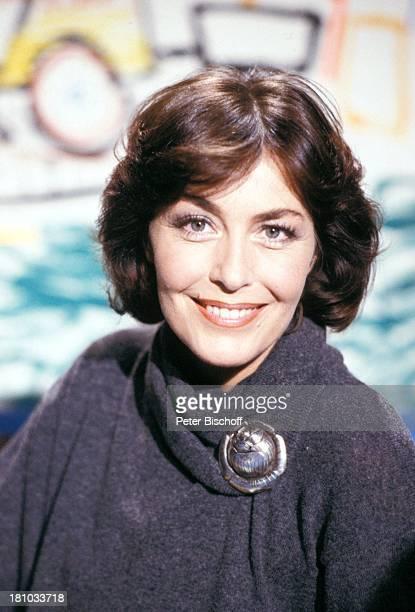 Thekla Carola Wied Portrait Porträt geb 5 Februar 1944Sternzeichen Wassermann ARDQuizShow 'Dingsda' Brosche Schauspieler Schauspielerin Promis...