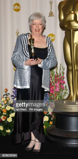 Thelma Schoonmaker receives the Achievement In Film Editing Award for The Aviator
