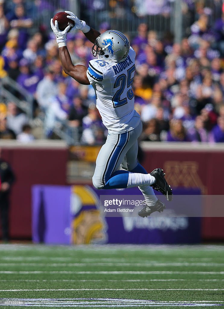 <a gi-track='captionPersonalityLinkClicked' href=/galleries/search?phrase=Theo+Riddick&family=editorial&specificpeople=6235084 ng-click='$event.stopPropagation()'>Theo Riddick</a> #25 of the Detroit Lions pulls in a pass against the Minnesota Vikings during the first quarter on October 12, 2014 at TCF Bank Stadium in Minneapolis, Minnesota.