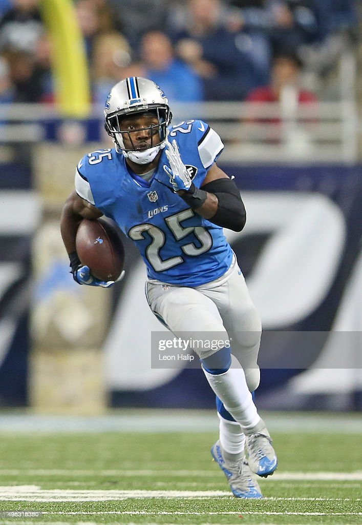 <a gi-track='captionPersonalityLinkClicked' href=/galleries/search?phrase=Theo+Riddick&family=editorial&specificpeople=6235084 ng-click='$event.stopPropagation()'>Theo Riddick</a> #25 of the Detroit Lions runs for a first down later in the fourth quarter of the game against the Oakland Raiders on November 22, 2015 at Ford Field in Detroit, Michigan. The Lions defeated the Raiders 18-13.