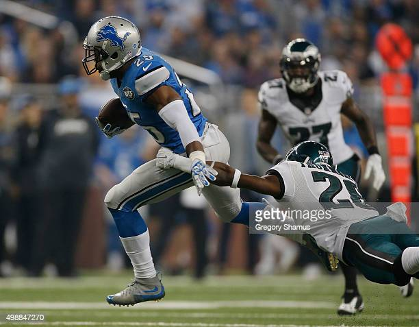 Theo Riddick of the Detroit Lions tries to break the tackle by Walter Thurmond of the Philadelphia Eagles in the first half at Ford Field on November...