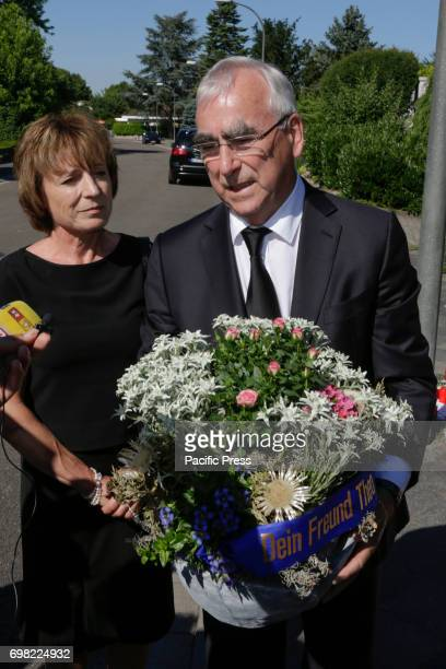 Theo Waigel and his wife Irene EppleWaigel give an interview to the waiting press outside the residence of Helmut Kohl Long term political companion...
