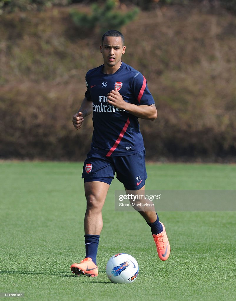 <a gi-track='captionPersonalityLinkClicked' href=/galleries/search?phrase=Theo+Walcott&family=editorial&specificpeople=451535 ng-click='$event.stopPropagation()'>Theo Walcott</a> of Arsenal during a training session at London Colney on March 23, 2012 in St Albans, England.
