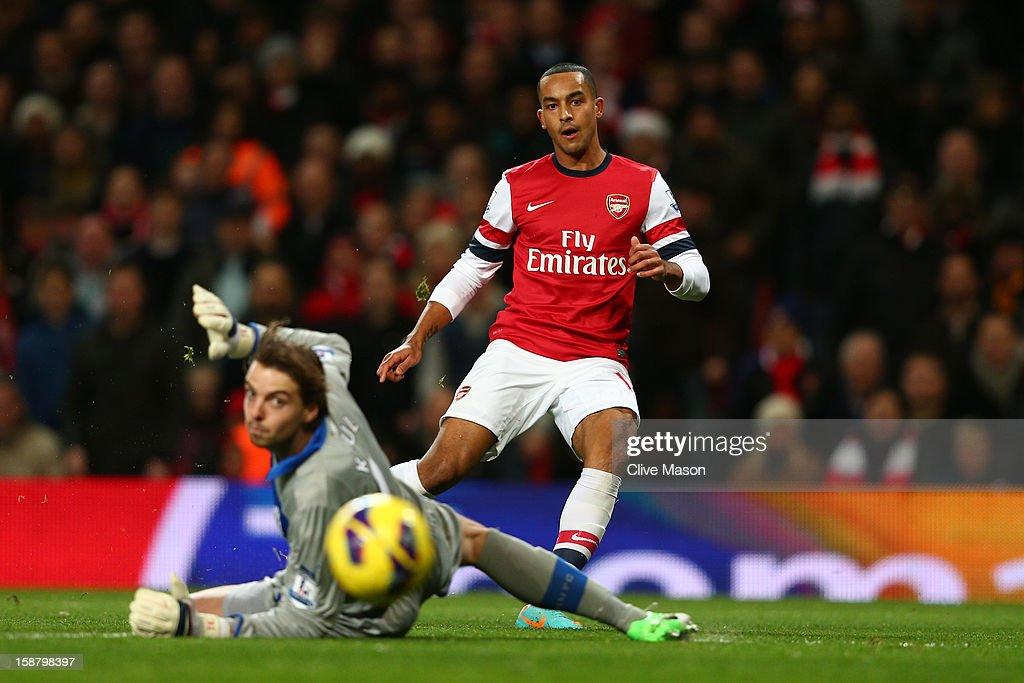 Theo Walcott of Arsenal scores the first goal past Tim Krul of Newcastle United during the Barclays Premier League match between Arsenal and Newcastle United at the Emirates Stadium on December 29, 2012 in London, England.