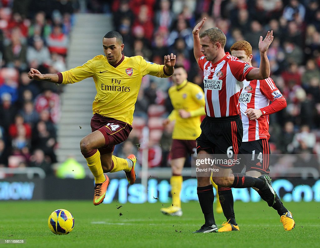<a gi-track='captionPersonalityLinkClicked' href=/galleries/search?phrase=Theo+Walcott&family=editorial&specificpeople=451535 ng-click='$event.stopPropagation()'>Theo Walcott</a> of Arsenal skips past Lee cattermole of Sunderland during the Barclays Premier League match between Sunderland and Arsenal at Stadium of Light on February 09, 2013 in Sunderland, England.