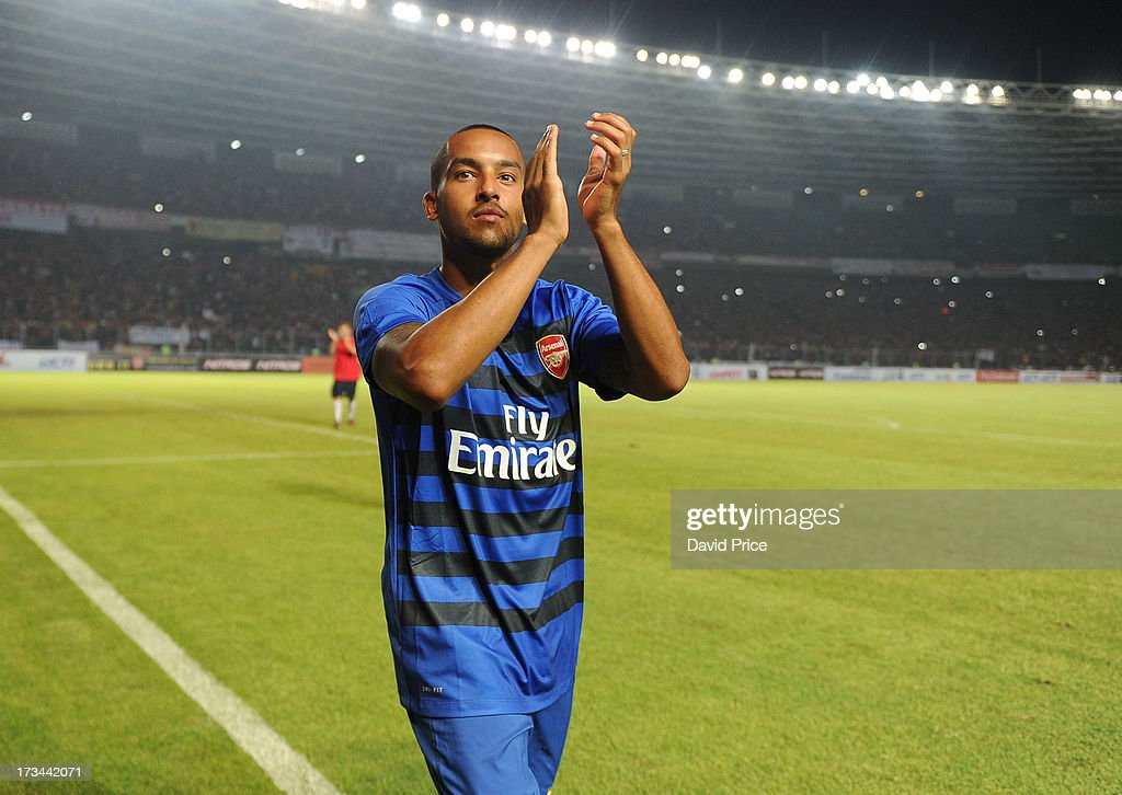 <a gi-track='captionPersonalityLinkClicked' href=/galleries/search?phrase=Theo+Walcott&family=editorial&specificpeople=451535 ng-click='$event.stopPropagation()'>Theo Walcott</a> of Arsenal thanks the fans after the match between Arsenal and the Indonesia All-Stars at Gelora Bung Karno Stadium on July 14, 2013 in Jakarta, Indonesia.