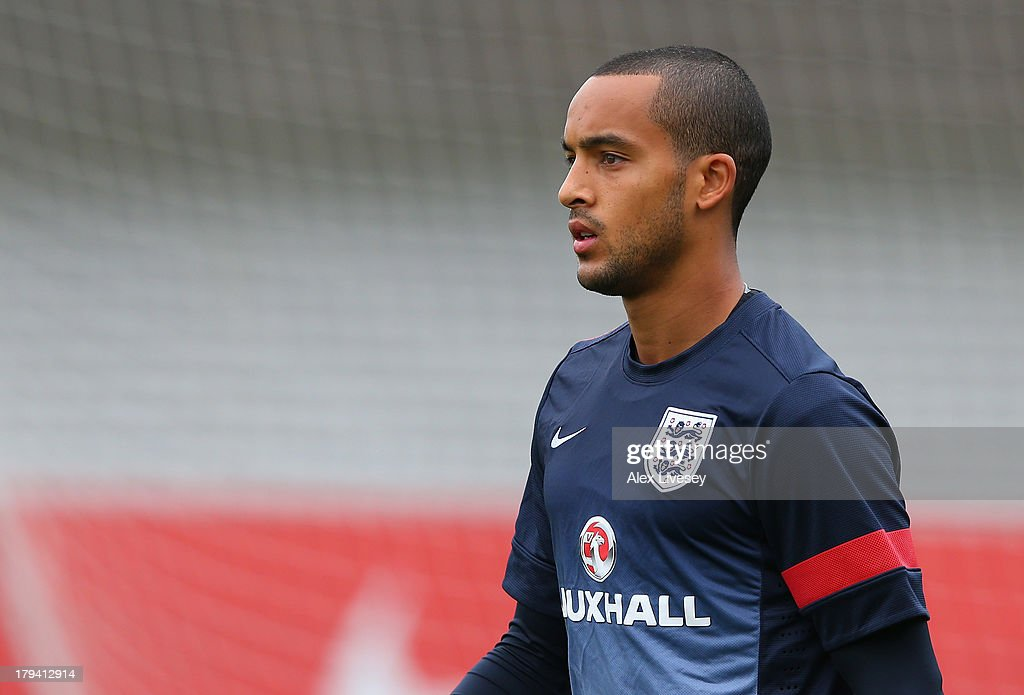 <a gi-track='captionPersonalityLinkClicked' href=/galleries/search?phrase=Theo+Walcott&family=editorial&specificpeople=451535 ng-click='$event.stopPropagation()'>Theo Walcott</a> of England arrives for a training session at St Georges Park on September 3, 2013 in Burton-upon-Trent, England.