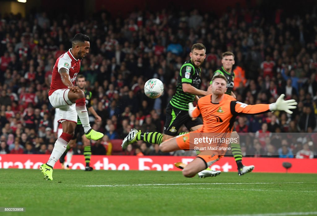 Theo Walcott shoots past Doncaster goalkeeper Ian Lawlor to score for Arsenal during the Carabao Cup Third Round match between Arsenal and Doncaster Rovers at Emirates Stadium on September 20, 2017 in London, England.