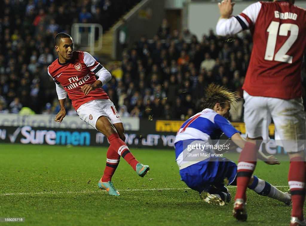 Theo Walcott shoots past Reading goalkeeper Adam Federici to score the sixth Arsenal goal during the Capital One Cup match between Arsenal and Reading at Madejski Stadium on October 30, 2012 in Reading, England.