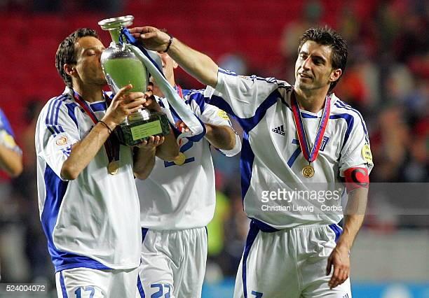 Theodoros Zagorakis Giorgios Georgiadis and Dimitrios Papadopoulos with the trophy