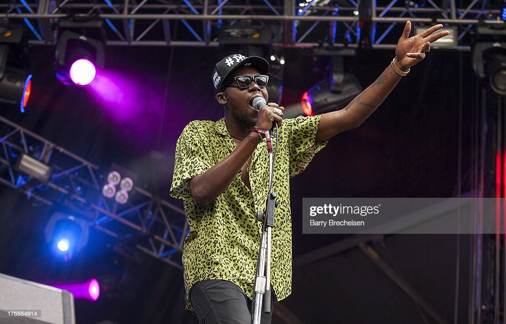 <a gi-track='captionPersonalityLinkClicked' href=/galleries/search?phrase=Theophilus+London&family=editorial&specificpeople=5770992 ng-click='$event.stopPropagation()'>Theophilus London</a> performs during Lollapalooza 2013 at Grant Park on August 2, 2013 in Chicago, Illinois.