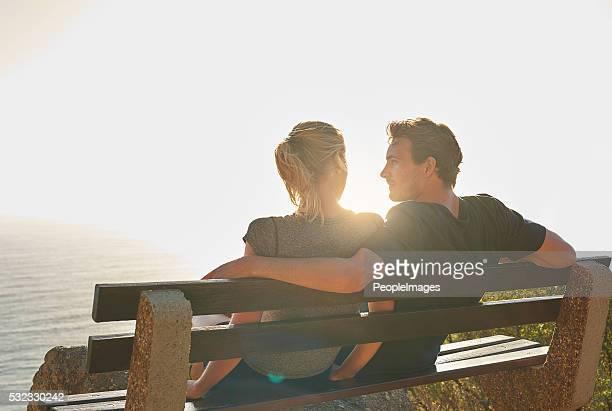 No hay nada más romántico que mira la puesta de sol