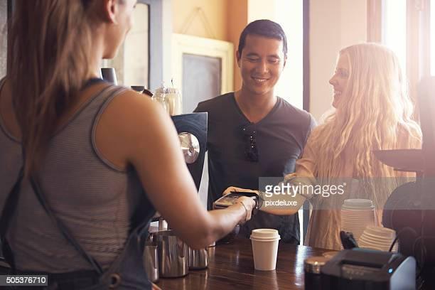 Vienen aquí para la cafetera y la conveniencia