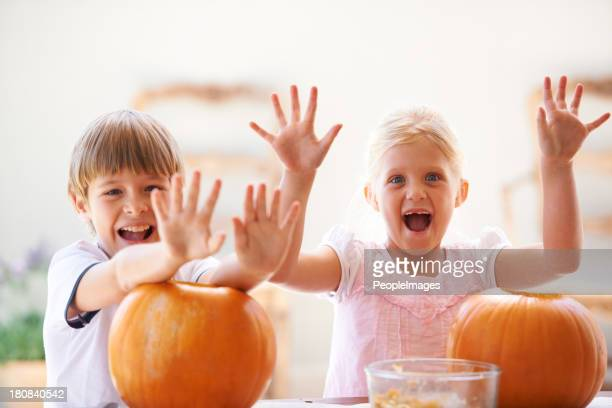 They love pumpkin carving