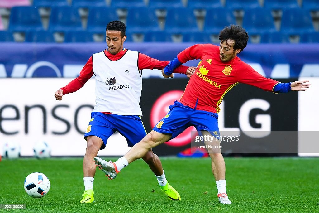 Thiago Alcantara (L) and <a gi-track='captionPersonalityLinkClicked' href=/galleries/search?phrase=David+Silva&family=editorial&specificpeople=675795 ng-click='$event.stopPropagation()'>David Silva</a> of Spain in action during a training session at the Red Bull Arena stadium on May 31, 2016 in Salzburg, Austria.