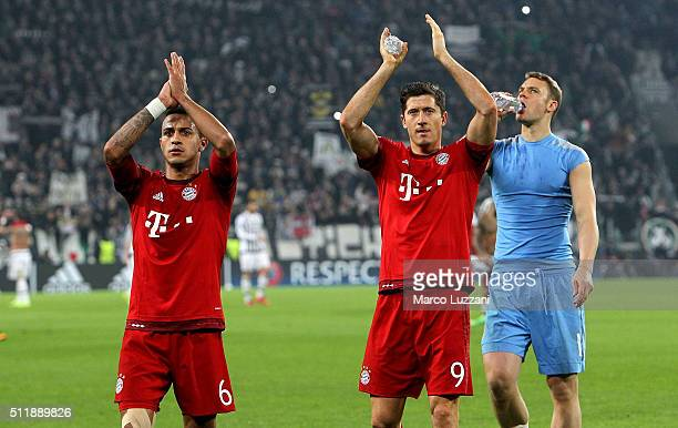 Thiago Alcantara and Robert Lewandowski of FC Bayern Muenchen salute the fans at the end of the UEFA Champions League Round of 16 first leg match...