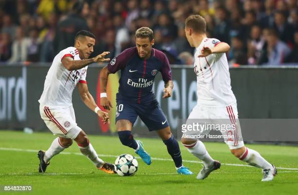 Thiago Alcantara of Bayern Muenchen Neymar of PSG and Joshua Kimmich of Bayern Muenchen battle for the ball during the UEFA Champions League group B...