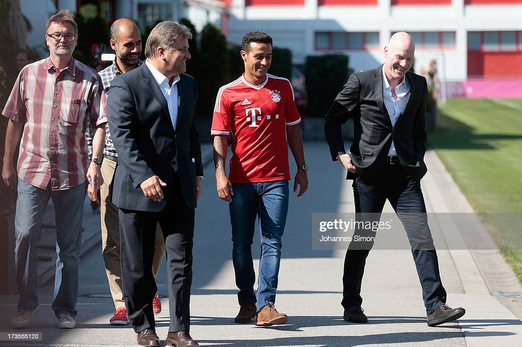 Thiago Alcantara (C) of FC Bayern Muenchen arrives with his new match jersey for a presentation at Bayern Muenchens headquarter Saebener Strasse on July 16, 2013 in Munich, Germany.