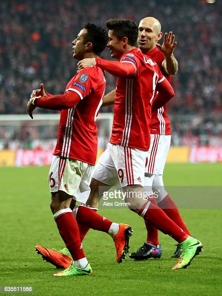 FC Bayern Muenchen v Arsenal FC - UEFA Champions League Round of 16: First Leg : News Photo