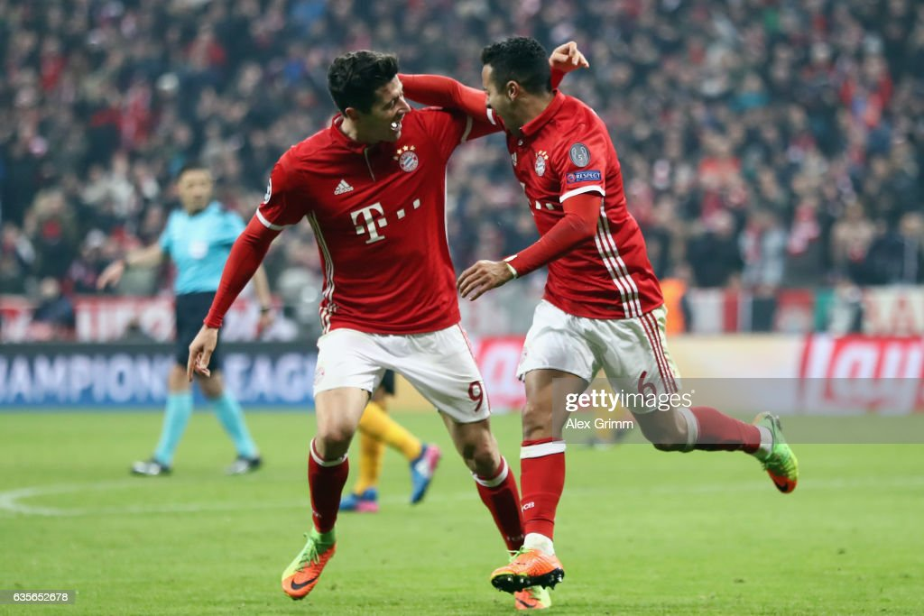 Thiago Alcantara #6 of Muenchen celebrates his team's third goal with team mate Robert Lewandowski during the UEFA Champions League Round of 16 first leg match between FC Bayern Muenchen and Arsenal FC at Allianz Arena on February 15, 2017 in Munich, Germany.